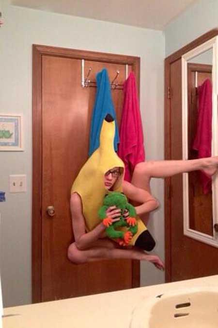 selfie-olympics-banana-girl