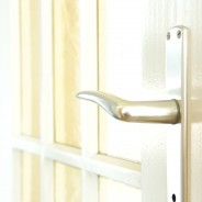 Jak dobrać klamkę do drzwi?